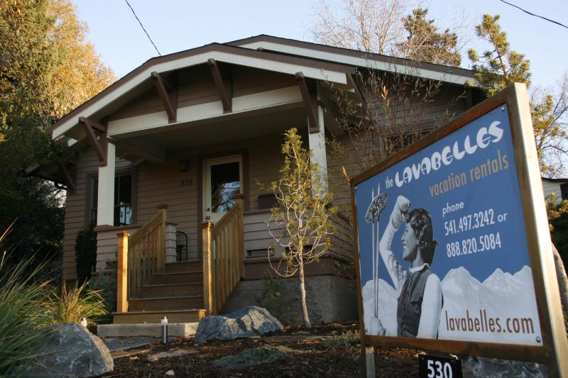 Lava Flo in Downtown Bend, Hot tub, Pet Friendly - Image 1 - Bend - rentals