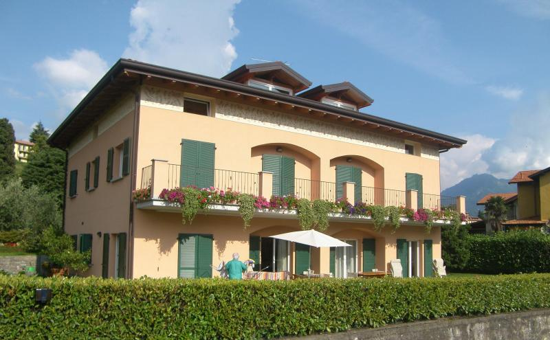 in front of the mountains and the lake - Villa dei Fiori - Luxury apt, Lake view and garden - Bellagio - rentals