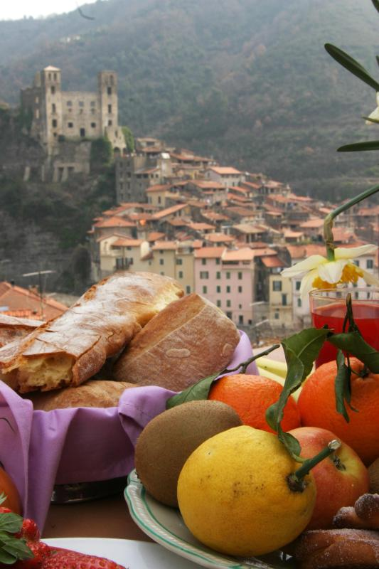 Terrace with view to the castell of Doria - Talking Stones B&B is a medieval stonebuilding. - Dolceacqua - rentals