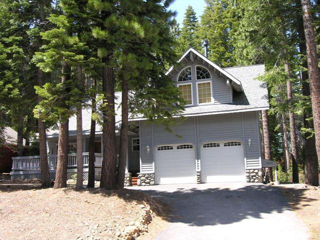 Front of FunHouse w/ huge deck / porch for morning coffee - FunHouse #1 in Tahoe Donner / Truckee ~ Lake Tahoe - Truckee - rentals