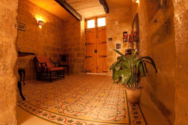 Entrance Hall - Casa Melita,  luxury house of character near Mdina - Rabat - rentals