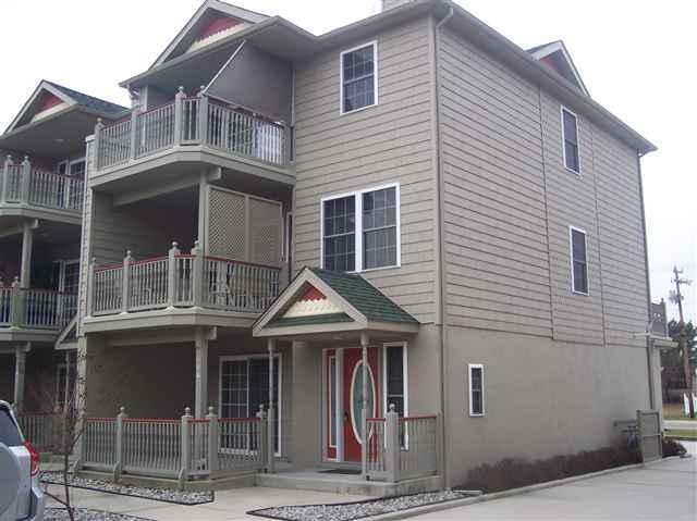 Patio and 2 Balconies - 4 BR, 3.5 Bath Newer Townhouse w/pool in Cape May - Cape May - rentals