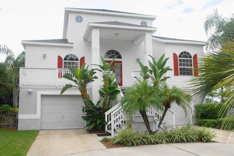 Front Entrance - Sutherland Manor Home, 4 bedroom and 3 baths - Clearwater Beach - rentals