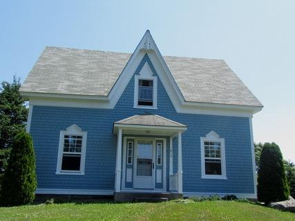 A Blue House is located in the village of Louis Head a one minute walk to sandy beach at the end of the garden. - A Blue House in Louis Head, Nova Scotia - Louis Head - rentals
