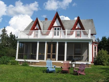 Peace and quite are guaranteed in this traditional Nova Scotia Farm House. On 20 acres of property, neighbours are few and far between. - Rockland Cottage, Sleeps 6, Nova Scotia - Lockeport - rentals