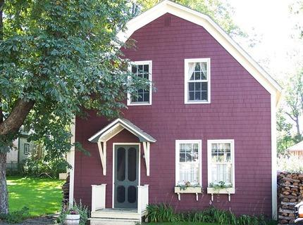 This charming carriage house is located in the historic town of Shelburne, Nova Scotia, Canada. - Captain McLean's Carriage House, Shelburne, NS - Shelburne - rentals