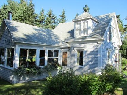Located in Port Joli, The Joli House is a delightful family vacation home. Just unpack your suitcases and head for the beach! - Joli House, Port Joli, Nova Scotia - Queens County - rentals