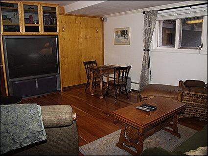 Cozy Living Area - Large Screen TV, Queen Murphy Bed - Delightful Mountain Condo - Perfectly Situated in the Heart of Vail Village (4168) - Vail - rentals