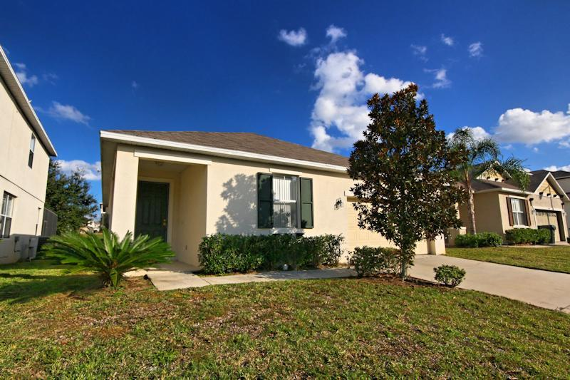 Front of our home - 4 Bed Luxury Pool Home - 10 mins Disney (344-RET) - Davenport - rentals