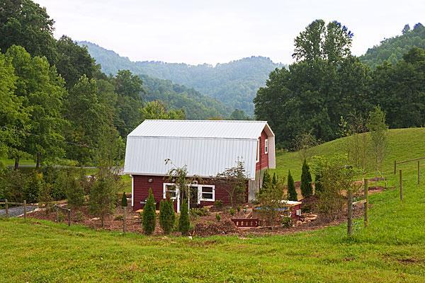 Exterior view with mountains - East Fork Cottage at East Fork Farm - Marshall - rentals