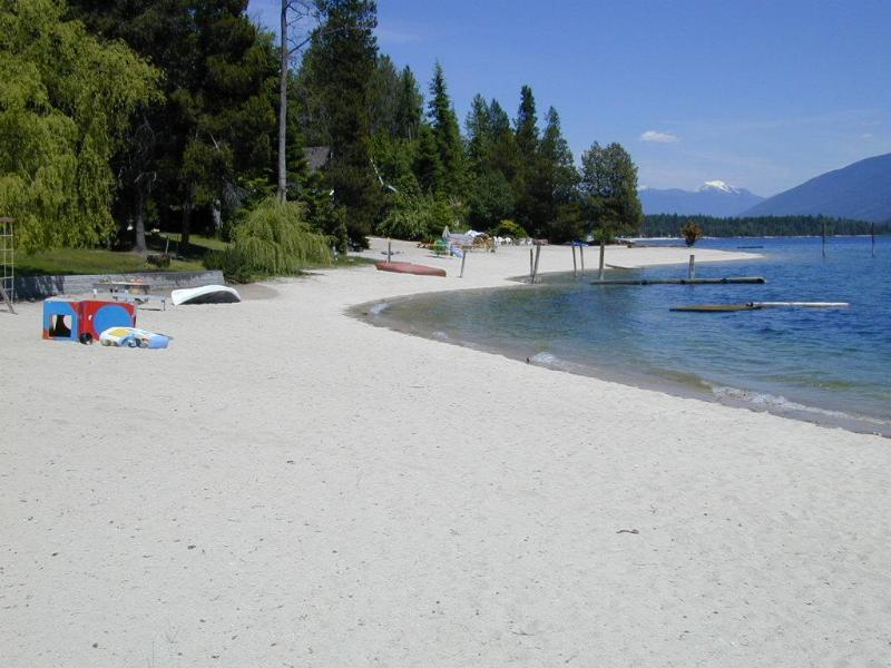 Beautiful White Sand Beach - Awesome Beachfront Home on Kootenay Lake,Nelson BC - Nelson - rentals