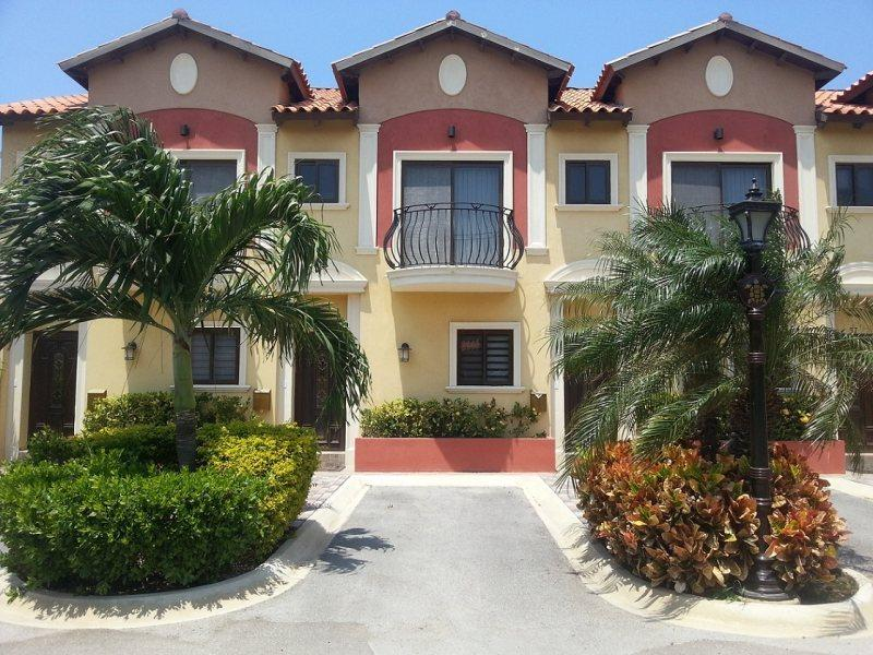 Front Townhouse - Gold Coast 2 Bedroom Townhouse - Malmok Beach - rentals