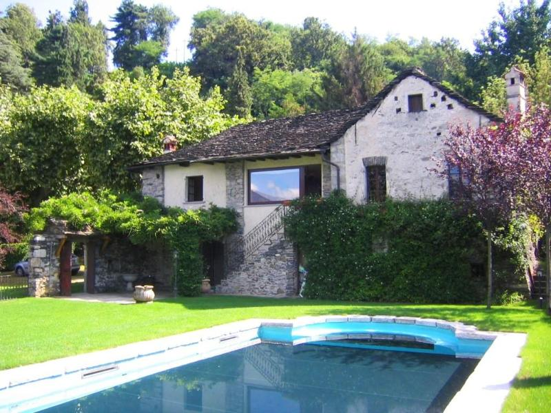 Holiday villa with pool and garden directly on the shores of Lake Orta - Waterfront villa with pool and beach! - Orta San Giulio - rentals