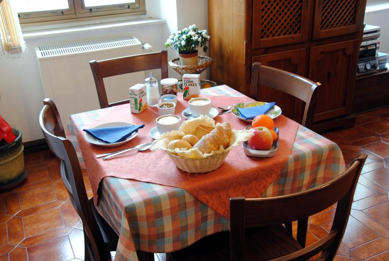 breakfast and breakfast room - B&B-Bed and Breakfast  Advantage Accomodation - Trieste - rentals