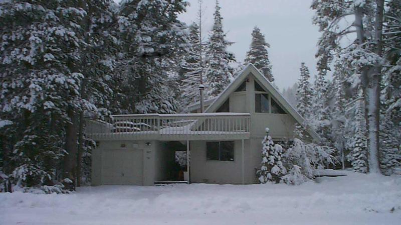 GET WHAT YOU PLAY FOR!!! Private Chalet surrounded by National Forest Service lots on all 3 sides! - Get What You Play For...Chalet Ms. Pacman & Pinball - South Lake Tahoe - rentals