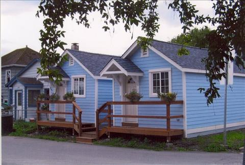 2 cottages in front and 2 in back, joined by a walk way - Cottages on Monastery 4 - Sitka - rentals