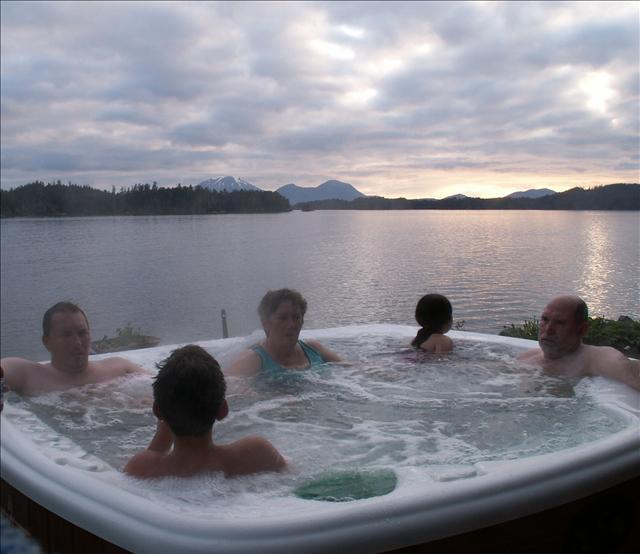 Evenings soaking the body and soaking in Sitka's beauty.. - Sharon's Cabin on The Sound - Sitka - rentals