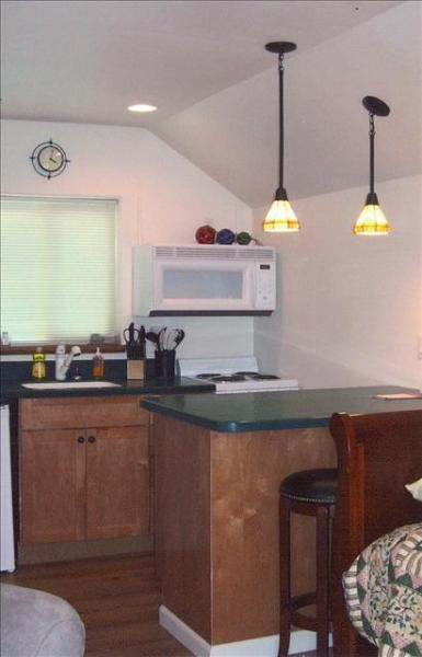 Small but cute, efficient and conveniently located! - Cottages on Monastery 2 - Sitka - rentals