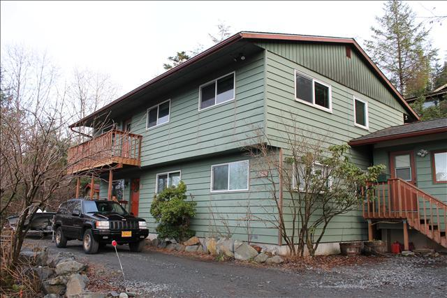 Entry for Lower is in the front, Upper is in the back - Alder House Lower - Sitka - rentals
