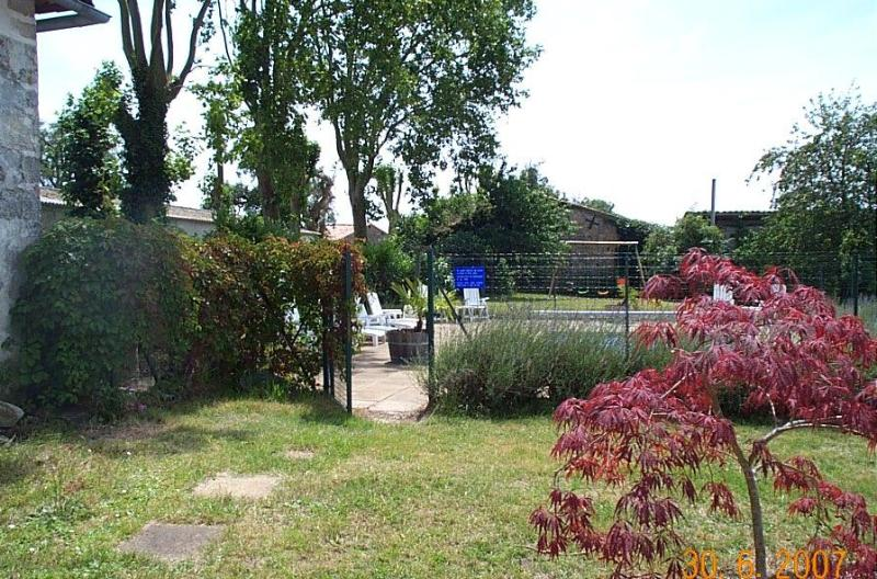 The swimming pool, with security fence and alarm - Large 17th Century Farmhouse with private pool - Brossac - rentals