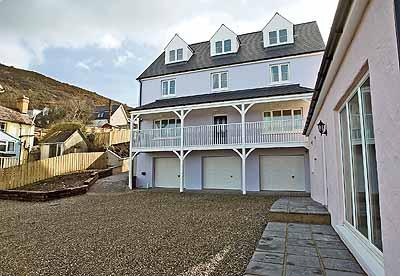Five Star Pet Friendly Holiday Home - Golygfa Mor, Tresaith - Image 1 - Tresaith - rentals