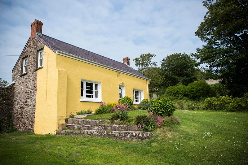Five Star Pet Friendly Holiday Cottage - Hoopers Cottage, Orlandon, Nr St Brides Beach - Image 1 - Pembrokeshire - rentals
