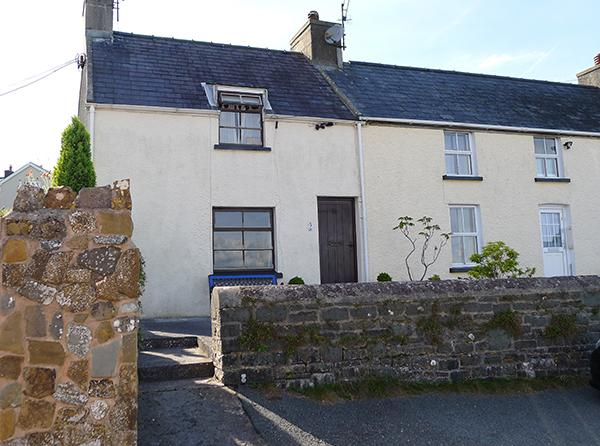 Pet Friendly Holiday Cottage - 2 Strand Cottage, Laugharne - Image 1 - Laugharne - rentals