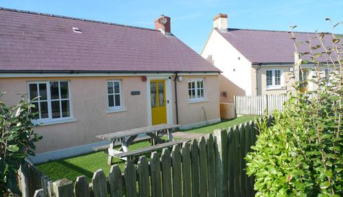 Child Friendly Holiday Home - Sea Spray, Broad Haven - Image 1 - Broad Haven - rentals