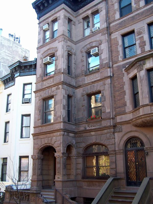 Facade of building - Brownstone: quiet, sunny 1 BR, well equipped kit. - New York City - rentals