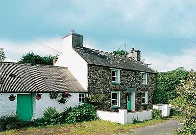 Child Friendly Holiday Cottage - Maengwyn, Nr Cwm Yr Eglwys - Image 1 - Dinas Cross - rentals