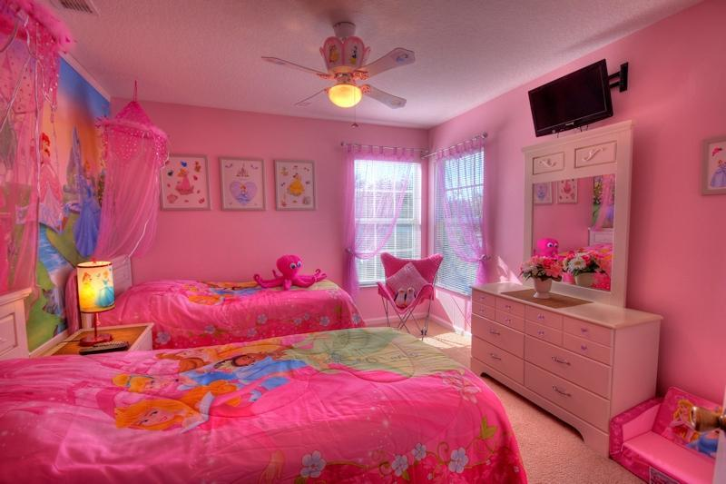 PRINCESS ROOM for the girls - 10 nights July $1950   WOW PRINCESS CARS rms - Kissimmee - rentals