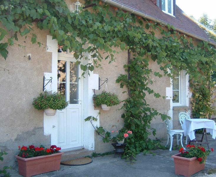 Le Grand Coudray - Charming bed and breakfast - Image 1 - Precy - rentals