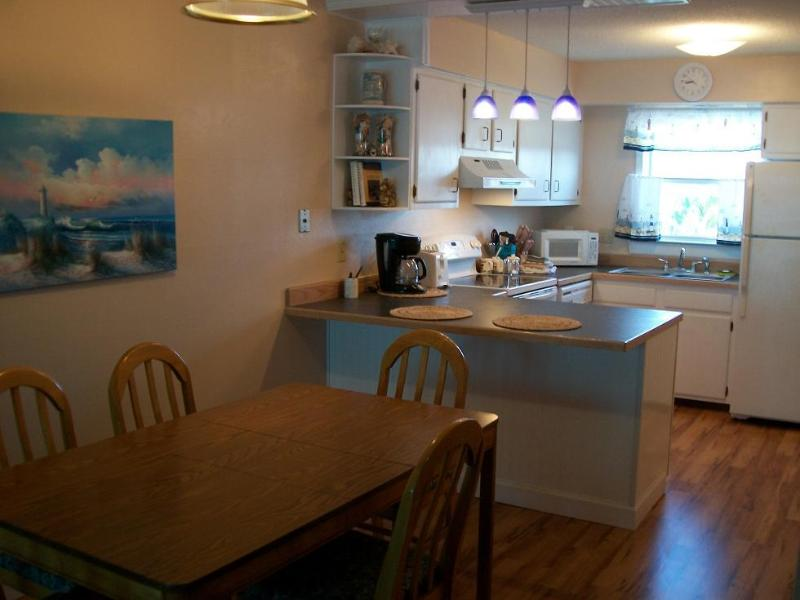 Kitchen and dining area - AFFORDABLE, FAMILY. 2 bedroom condo. Beach, pool. - Pensacola Beach - rentals