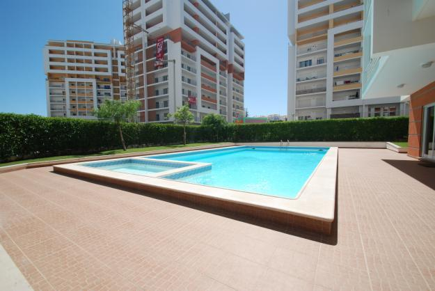 Luxurious 2 Bed apt with Pool & A/C close to beach - Image 1 - Portimão - rentals