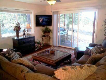 Family Room #1 - Mtn. Views & 3D TV - Bear Lodge 3 Acre Colo Springs / Monument Sleep 7 - Colorado Springs - rentals