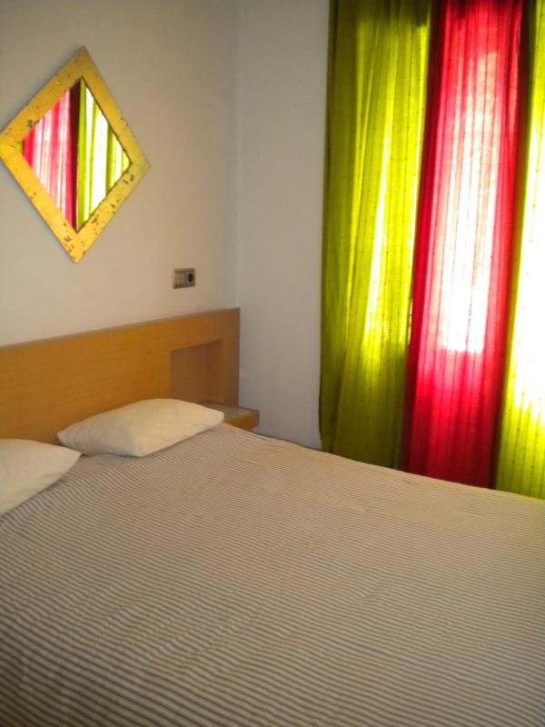 Master bedroom with one double bed - 2 bedroom apartment in Poble Nou next to beach - Barcelona - rentals