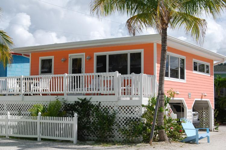 Exterior Shot of the Seahorse Cottage. - Cottages of Paradise Point - Seahorse Cottage - Fort Myers Beach - rentals