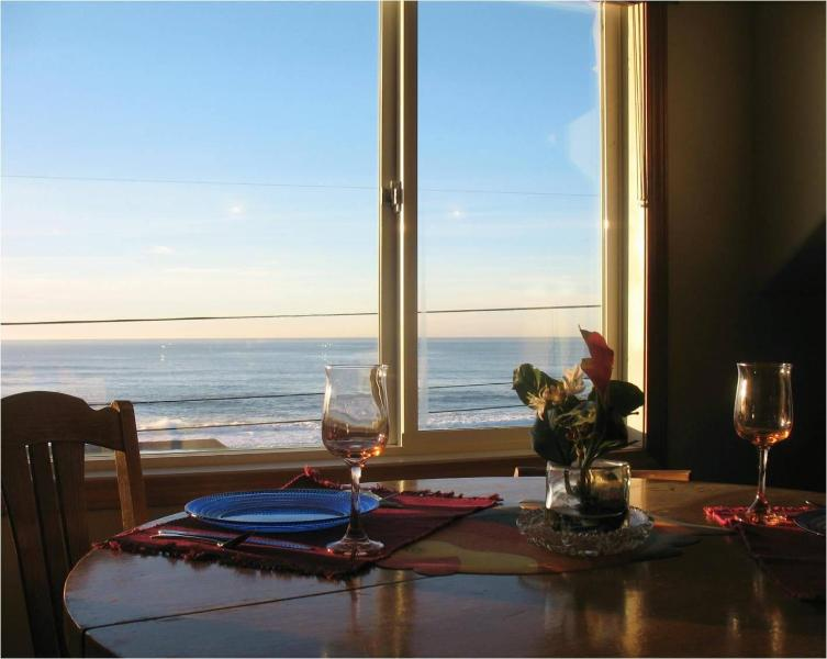 Whale Watch Suite 5 Ocean View Dining Area - Ocean Views! Stair-free Beach! Hot Tub! Wifi! - Lincoln City - rentals