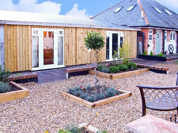 THE OLD STABLES, family friendly, country holiday cottage, with a garden in Charminster Near Dorchester, Ref 10562 - Image 1 - Charminster - rentals