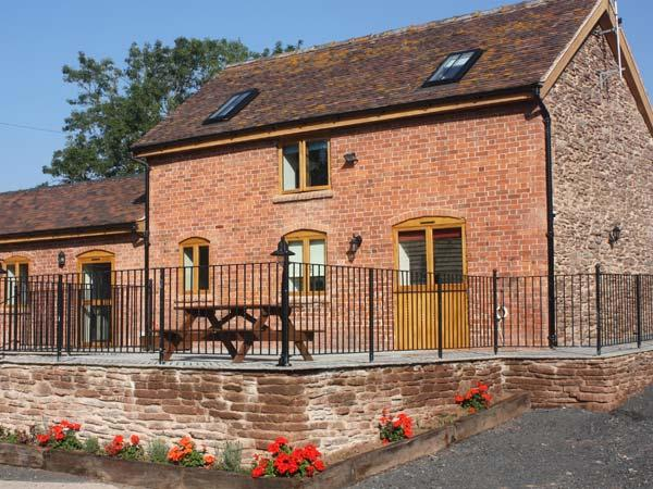 THE STABLES, pet friendly, country holiday cottage, with a garden in Little Cowarne, Ref 12137 - Image 1 - Bromyard - rentals