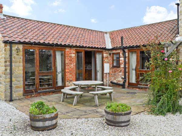 CLIFTON FARM COTTAGE, family friendly, country holiday cottage, with a garden in Malton, Ref 10712 - Image 1 - Malton - rentals