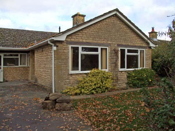 HONEYWICK, pet friendly, country holiday cottage, with a garden in Brailes, Ref 11747 - Image 1 - Brailes - rentals