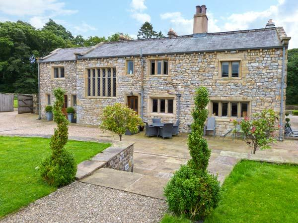 FOX GHYLL, family friendly, luxury holiday cottage, with a garden in Bolton-By-Bowland, Ref 11343 - Image 1 - Clitheroe - rentals