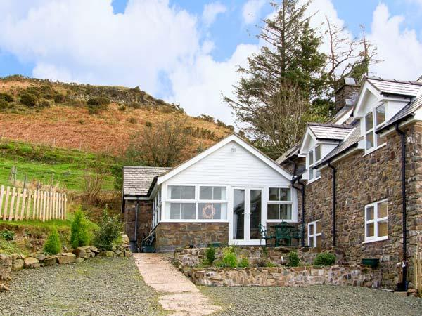 THE SECRET HIDEAWAY, pet friendly, character holiday cottage, with a garden in Lake Vyrnwy, Ref 11892 - Image 1 - Llanwddyn - rentals