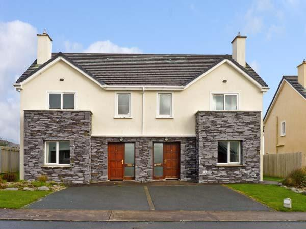 NUMBER 9 KNIGHTS HAVEN, pet friendly, with a garden in Knightstown, County Kerry, Ref 11988 - Image 1 - Knightstown - rentals