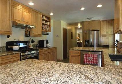 Kitchen with granite counters, gourmet appliances - Beautifully Furnished 5 Bedroom Dollar Point Home - Dollar Point - rentals