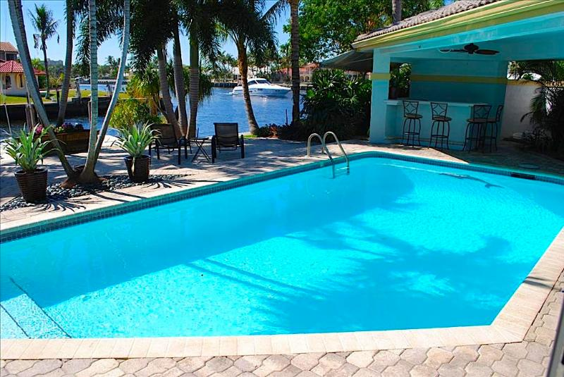 Breathtaking Heated Pool w/Poolside Bar Overlooking The Intracoastal Waterway! - Casa Bella Stunning 4 BD 5.5 BA Waterfront Heated Pool Home! - Fort Lauderdale - rentals