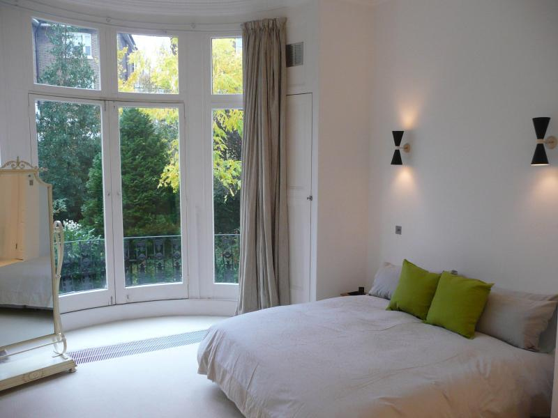 Bedroom 1 with view to gardens - Spacious, Stylish, Elegant Apartment - London - rentals
