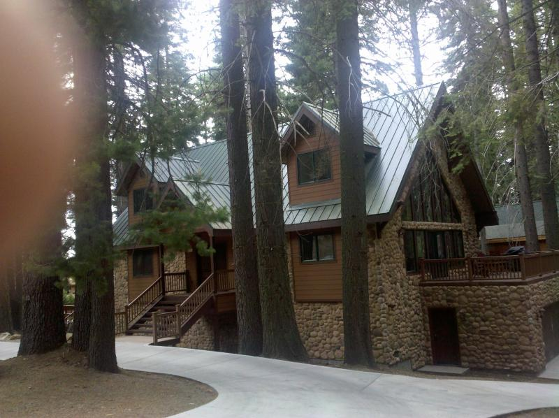 Beautiful Vacation Lodge, Inside the parks gates July 12-16 available - Oso  Lodge - Yosemite National Park - rentals