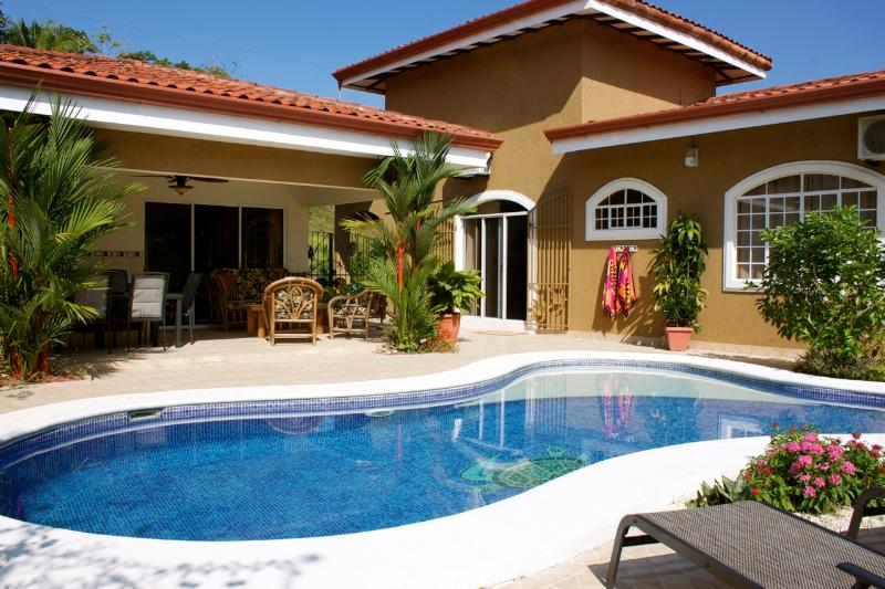 Enjoy the tropical oasis in our backyard. See humming birds & butterflies visit all the flowers. - Villa Tranquility - Esterillos Oeste - rentals